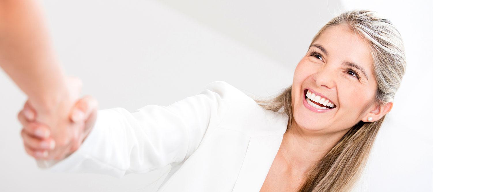 elliott-international_smiling-slider